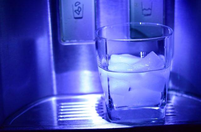 bahaya minum air es